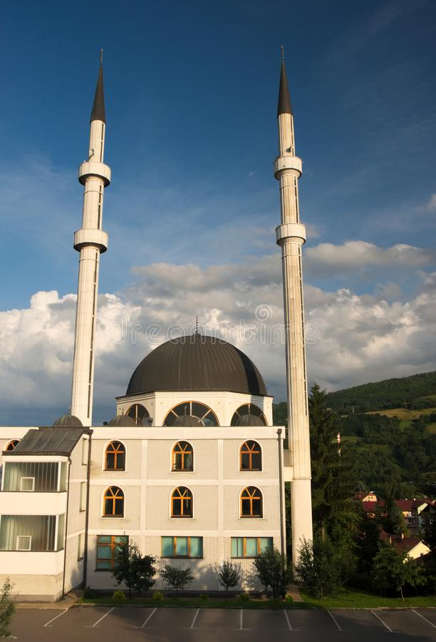 Kalibunarska dÅ ¾ amija meczet lokalizować w Travnik, Bośnia i Herzegovina, zdjęcia stock