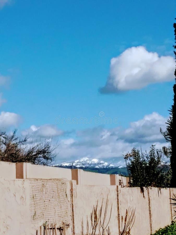 Kalifornia chmur liźnięcia śnieg zakrywający obserwatorium fotografia royalty free