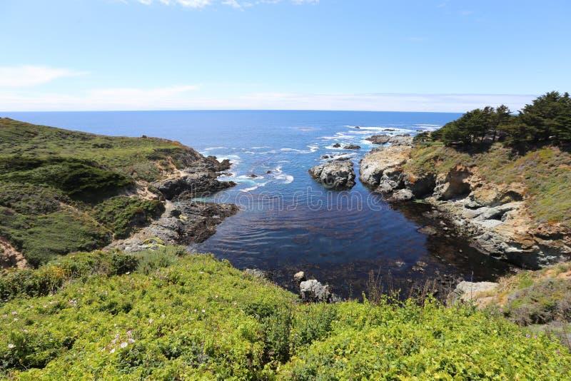 Kalifornia linia brzegowa blisko Dużego Sura na środkowym wybrzeżu zdjęcie royalty free