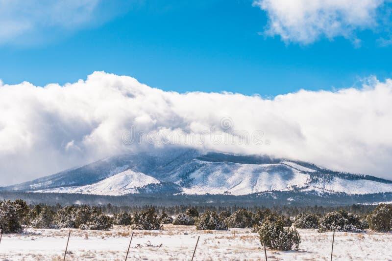 Kalifornia trasy 1 sceniczne góry zdjęcie royalty free
