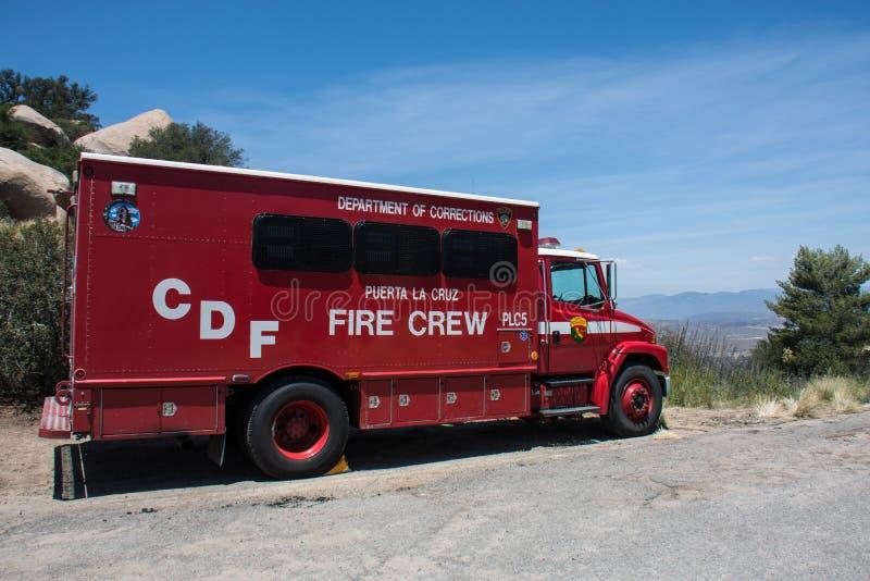 Kalifornien-Abteilung von Korrekturen Puerta-La Cruz-Gefängnis Löschtrupp-LKW wird auf der Seite geparkt stockbild