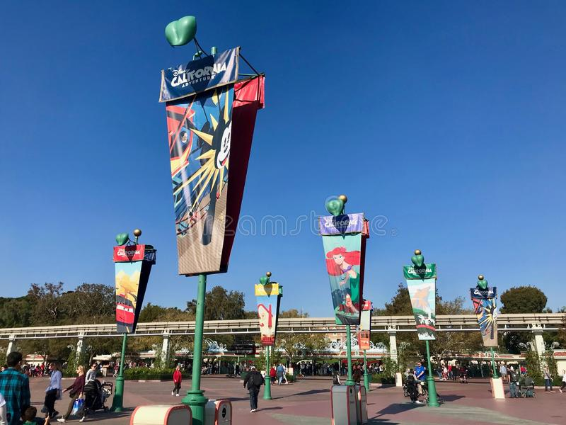 Kalifornien affärsföretagflaggor på Disneyland arkivfoto