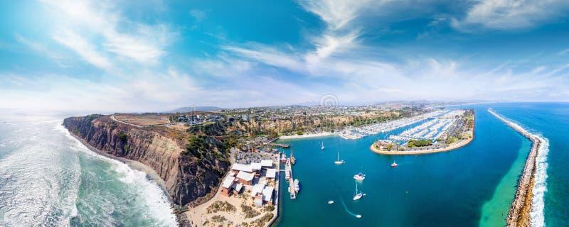 Kalifornien Dana Point Flyg- sikt av den härliga kustlinjen royaltyfria foton