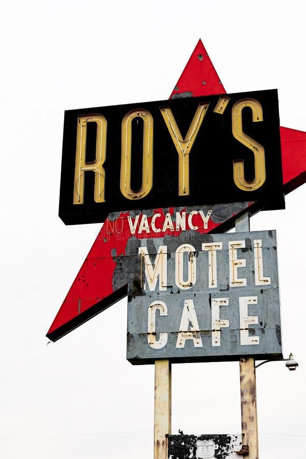 Kalifornien, das Roy-` s Motel und Café unterzeichnen lizenzfreies stockfoto