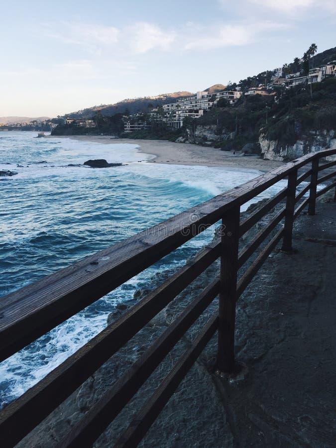 Kalifornien kust under soluppg?ng royaltyfria bilder