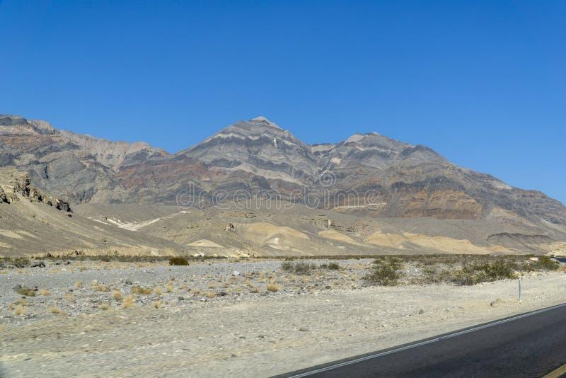 Kalifornien längs vägen till och med Death Valley royaltyfria bilder