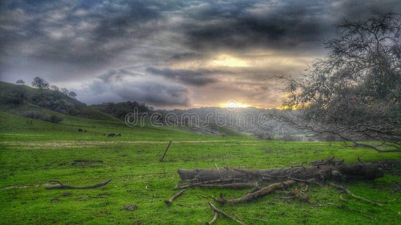 Kalifornien-Landsonnenuntergang lizenzfreies stockbild