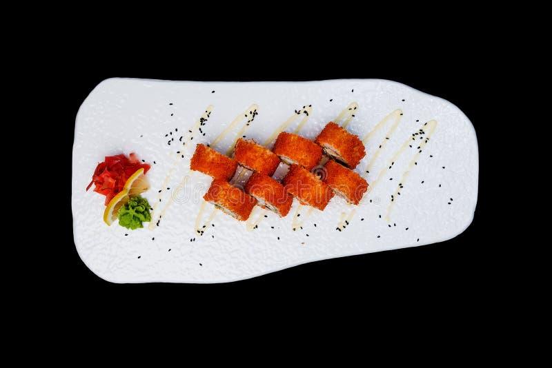 Kalifornien Maki Sushi - Rolle nach innen gemacht vom Krebsfleisch, Avocado, Gurke Beschneidungspfad eingeschlossen Lokalisiert a stockbilder