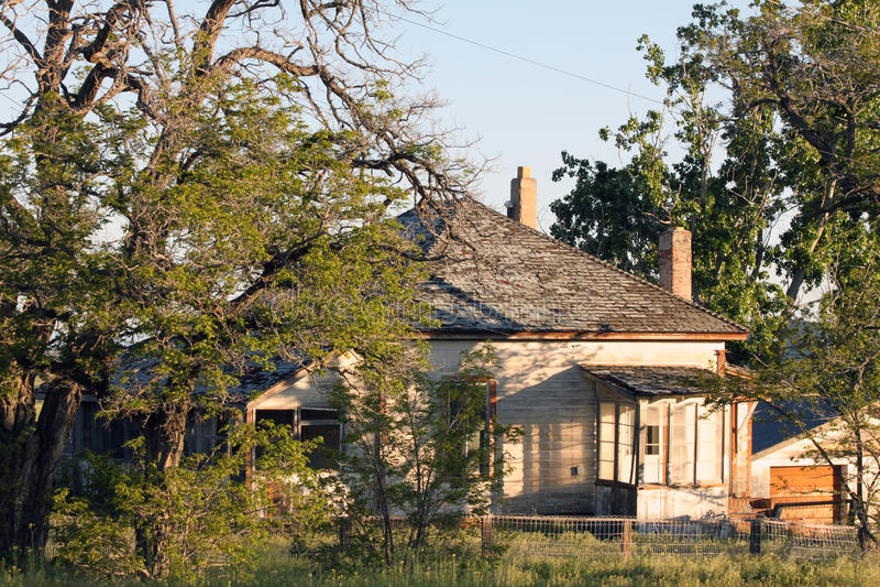 Kalifornien spökstadhus i morgonljuset arkivfoton