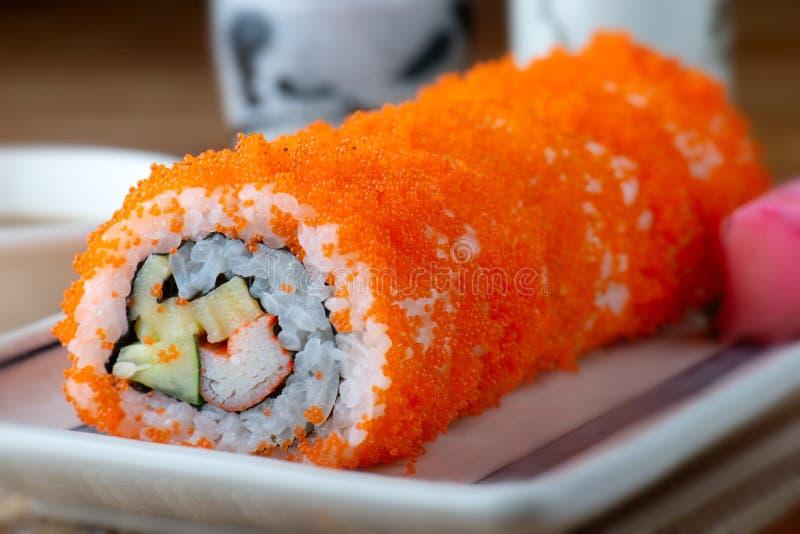 Kalifornien-Sushi rollen Ausschnitt stockfotos
