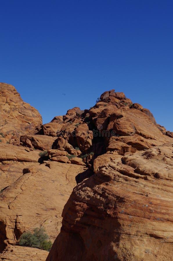 Kalikåbehållare som är röda vaggar naturvårdsområde, sydliga Nevada, USA arkivfoto