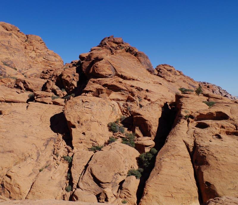 Kalikåkullar som är röda vaggar naturvårdsområde, sydliga Nevada, USA arkivfoton
