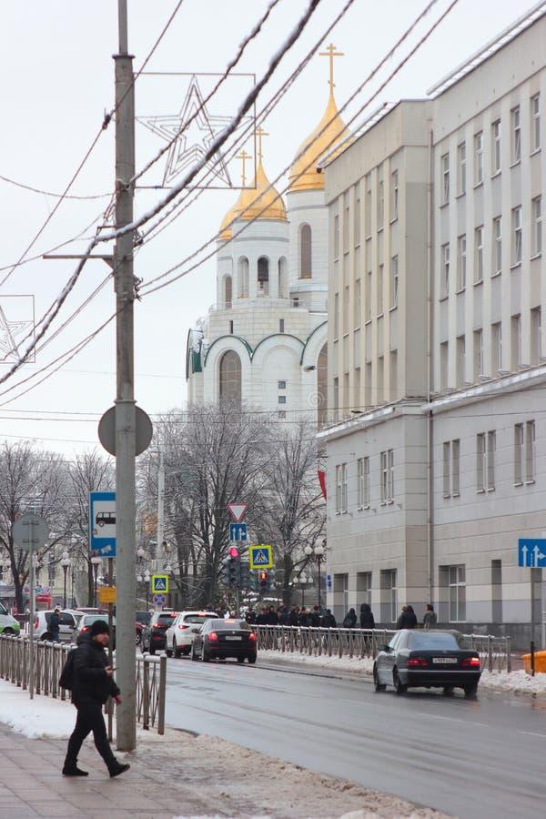 Kaliningrad, Ρωσία - 4 Φεβρουαρίου 2019: Χρυσοί θόλοι της εκκλησίας στην κεντρική τετραγωνική πόλη στη χειμερινή ημέρα στοκ φωτογραφία
