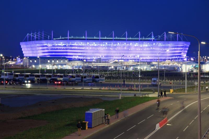 KALININGRAD, RÚSSIA - 16 DE JUNHO DE 2018: A ideia da noite do estádio de futebol moderno de Kaliningrad igualmente chamou Arena  imagens de stock