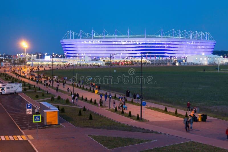KALININGRAD, RÚSSIA - 16 DE JUNHO DE 2018: A ideia da noite do estádio de futebol moderno de Kaliningrad igualmente chamou Arena  imagem de stock