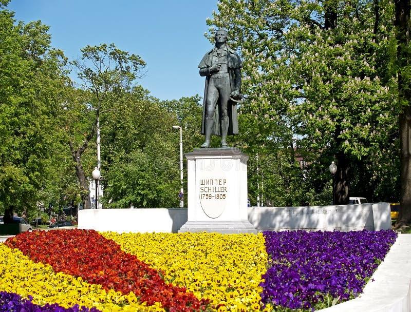 Kaliningrad, Rússia Monumento ao poeta Friedrich Schiller Rússia imagem de stock royalty free