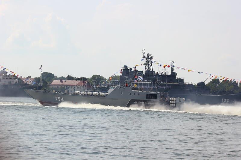 Kaliningrad, R?ssia - 29 de junho de 2018: Dia da marinha do russo Parada naval nacional na cidade de Baltiysk imagens de stock royalty free