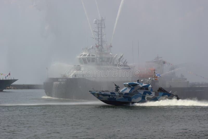 Kaliningrad, R?ssia - 29 de junho de 2018: Dia da marinha do russo Parada naval nacional na cidade de Baltiysk imagem de stock