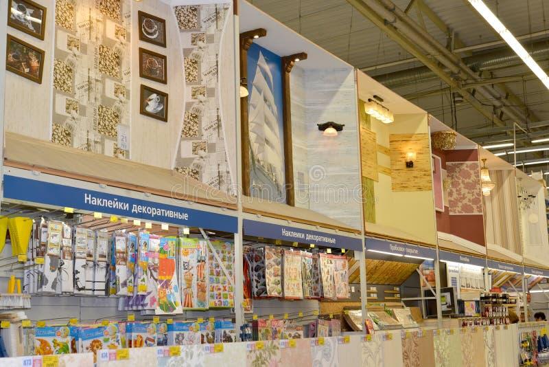 KALININGRAD ROSJA, MAJ, - 27, 2015: Gablot wystawowych niszy w departmen obrazy royalty free