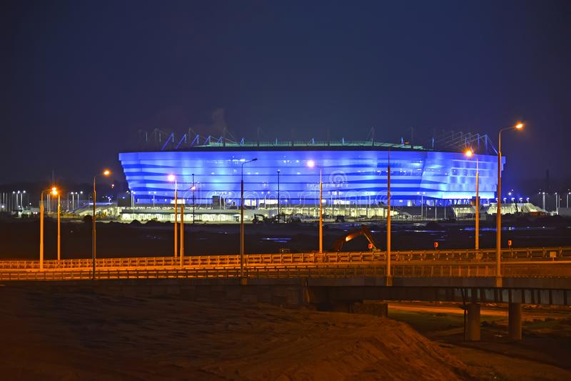 Kaliningrad, Rusland Avondverlichting van Baltisch Arenastadion voor holdingsspelen van de Wereldbeker van FIFA van 2018 royalty-vrije stock fotografie