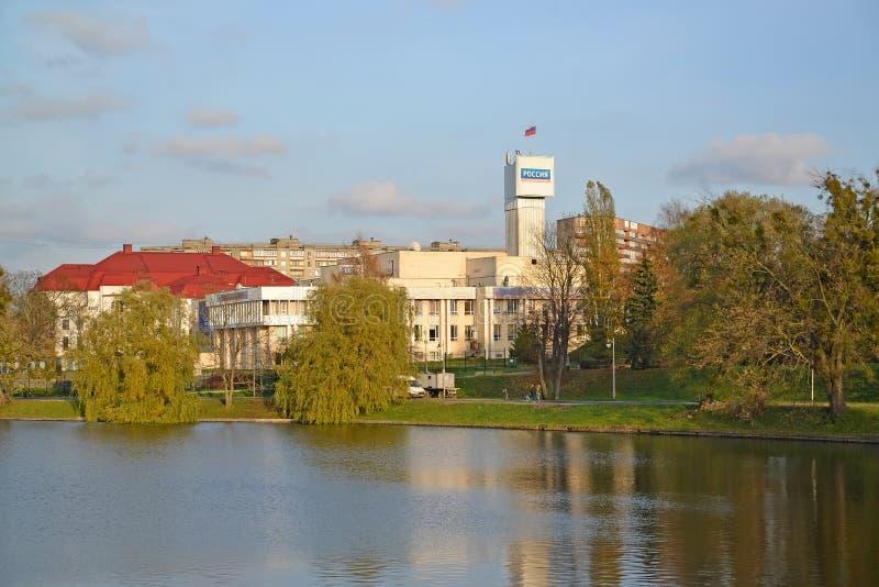 Kaliningrad, Rusland Mening van de bouw van TV en Radioomroep ` Kaliningrad ` van de omroepstaat marin stock foto