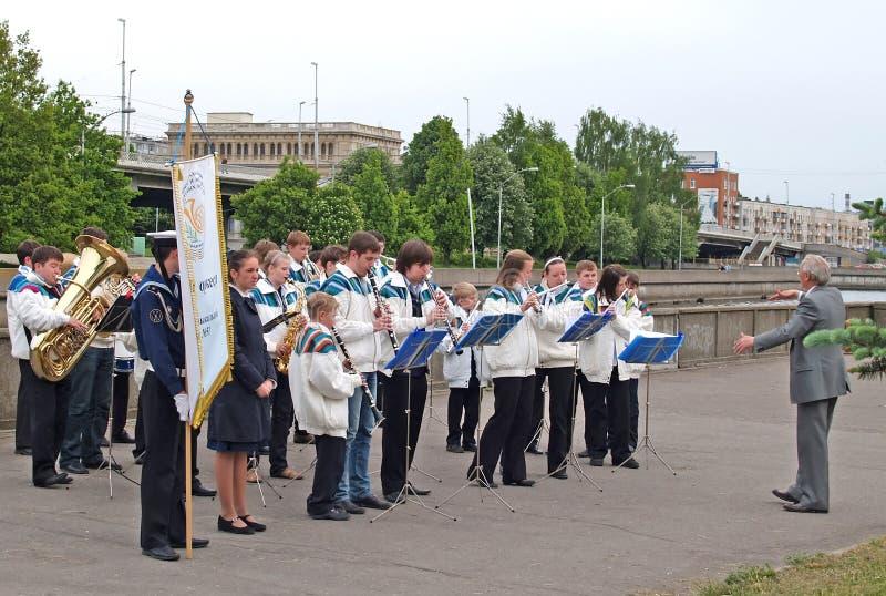 Kaliningrad, Russia Prestazione del brass band del ` s dei bambini della scuola di musica nessun 51 della città di Mosca immagine stock libera da diritti