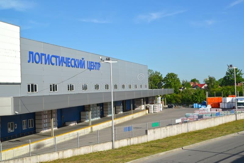 Kaliningrad, Russia Vista della costruzione e del territorio del centro logistico fotografia stock libera da diritti