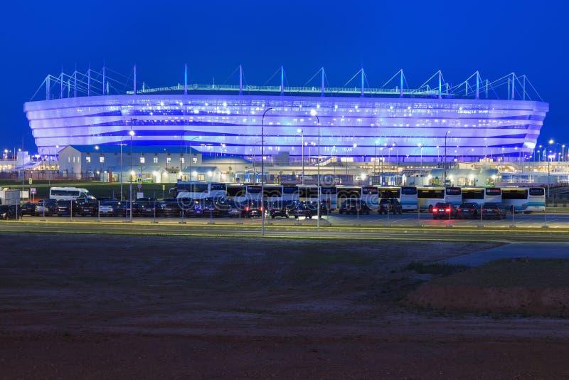 KALININGRAD, RUSSIE - 16 JUIN 2018 : La vue de nuit du stade de football moderne de Kaliningrad a également appelé Arena Baltika photo stock