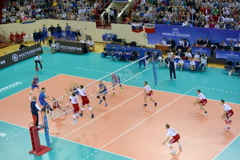 Kaliningrad, Russie Le moment de jeu entre les équipes des équipes nationales des hommes de la Pologne et la Russie sur le volley photo libre de droits