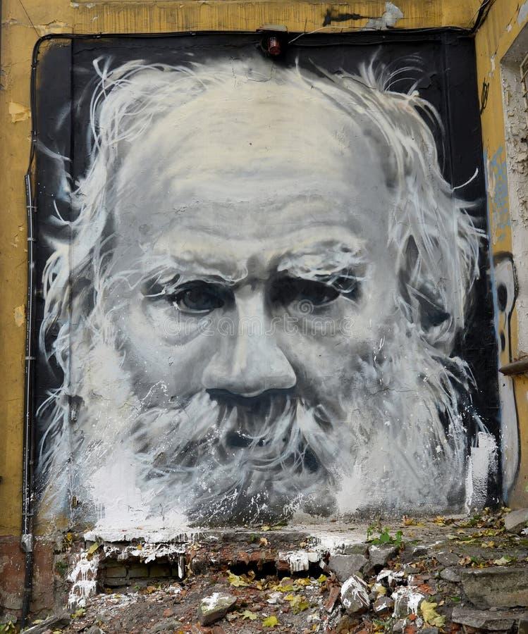 Kaliningrad, Russie Poraits du graffiti de Lev Tolstoy photographie stock libre de droits
