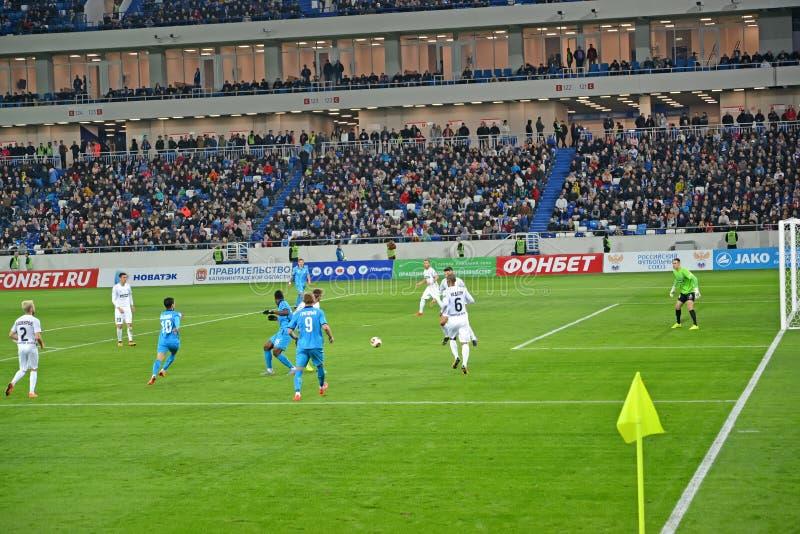 Kaliningrad, Russland Eine Spielepisode an einem Fußballspiel zwischen dem Baltika teams - Krylja Sovetov Baltisches Arena-Stadio stockbild