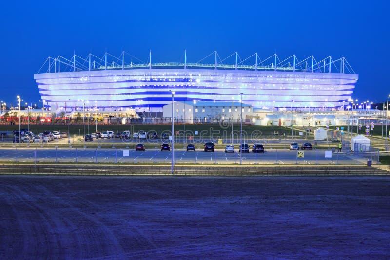KALININGRAD, RUSSLAND - 16. JUNI 2018: Nachtansicht des modernen Kaliningrad-Fußballstadions rief auch Arena Baltika an stockbilder
