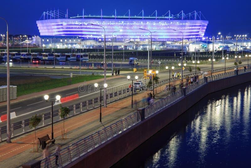 KALININGRAD, RUSSLAND - 16. JUNI 2018: Nachtansicht des modernen Kaliningrad-Fußballstadions rief auch Arena Baltika an stockfoto