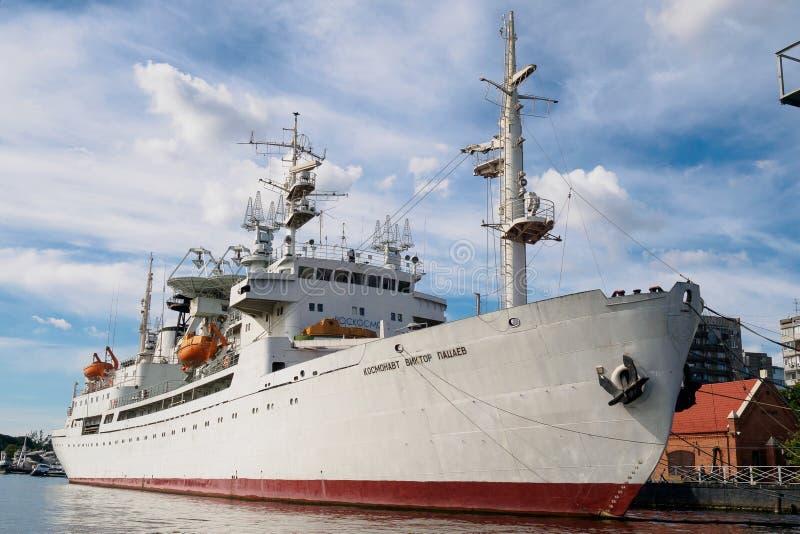Kaliningrad, Russland - 10. September 2018: Der Forschungsschiff Kosmonaut Viktor Patsayev wird am Pier stationiert Ausstellungs- lizenzfreie stockbilder