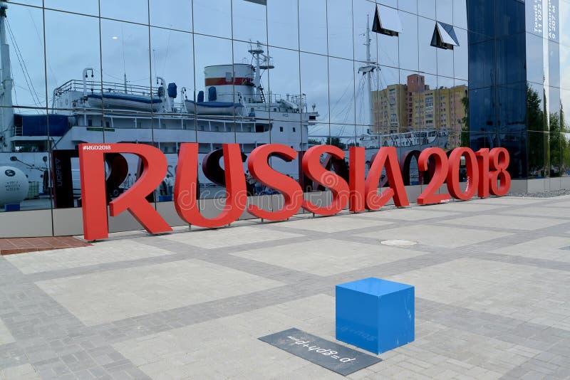Kaliningrad Ryssland Installation av inskriften RYSSLAND 2018 symboliserar den FIFA världscupen i Ryssland arkivbilder
