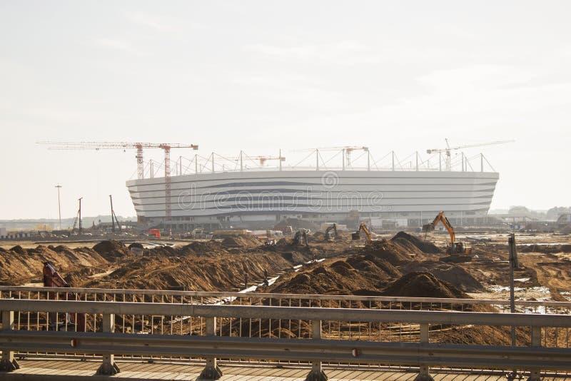 Kaliningrad-Ryssland 28 September, 2017: Konstruktion av en fotbollsarena för den 2018 världscupen ledare royaltyfri bild