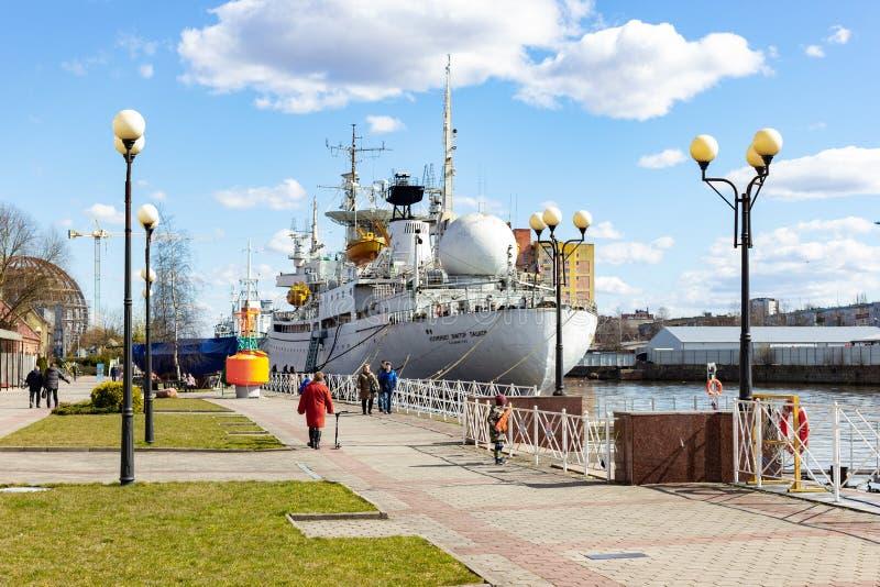Kaliningrado, Rusia - 1 de abril de 2019: Objeto expuesto del museo marino cerca del río en día de primavera soleado fotografía de archivo
