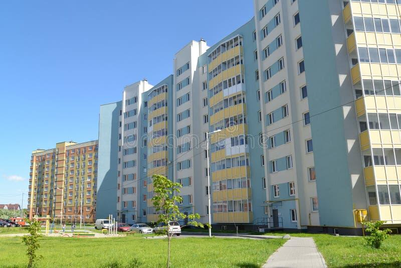 KALININGRADO, RUSIA - 28 DE MAYO DE 2015: El nuevo residentia habitado fotos de archivo