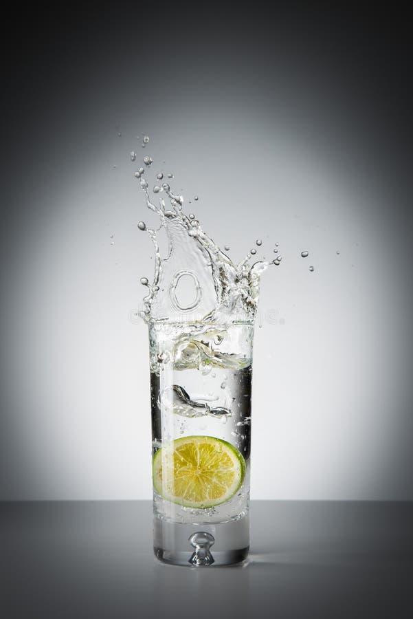 Download Kalk in einem Glas stockbild. Bild von glas, frische - 96926683