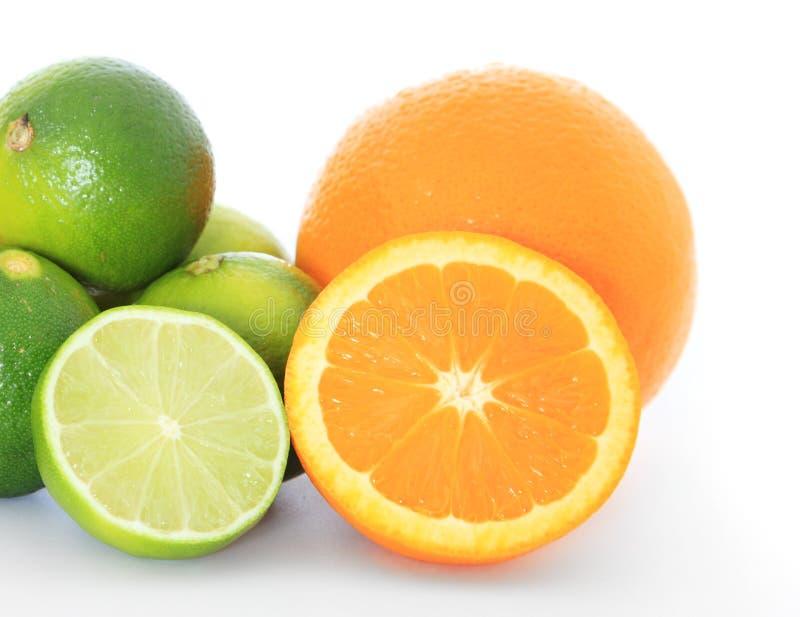 Kalk en sinaasappelen royalty-vrije stock foto's