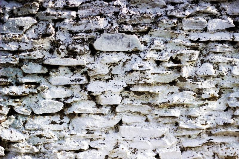Kalk gelaagde de steenmuur van het metselwerkgordijn stock afbeelding