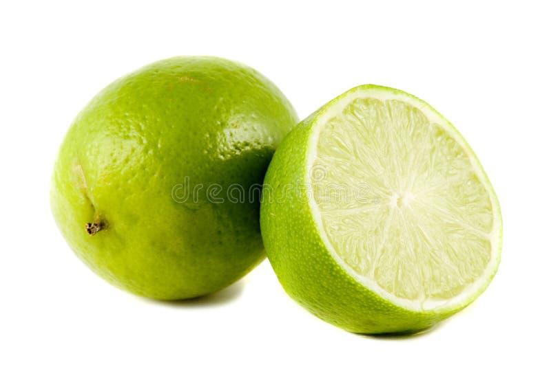 Kalkfrüchte getrennt auf Weiß stockbild