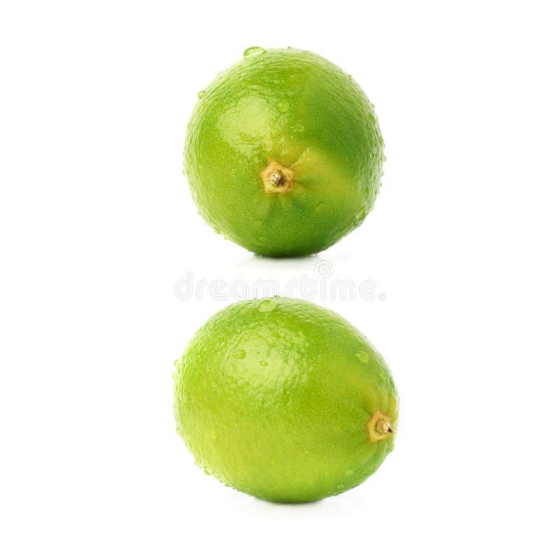 Kalkfruit met de veelvoudige die waterdalingen wordt behandeld, over de witte achtergrond, reeks worden geïsoleerd verschillende  royalty-vrije stock foto's