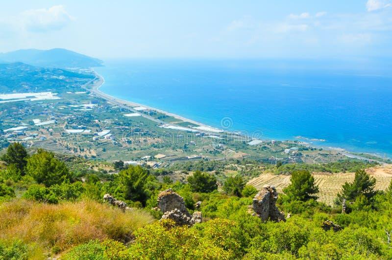 kalkon Juni 2015 Sikt från bergen på kusten av Alanya in mot Gazipasa arkivbilder