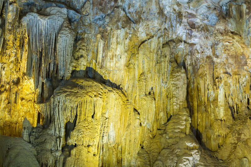 Kalksteenvormingen in het hol van Zoonsdoong, Vietnam royalty-vrije stock fotografie