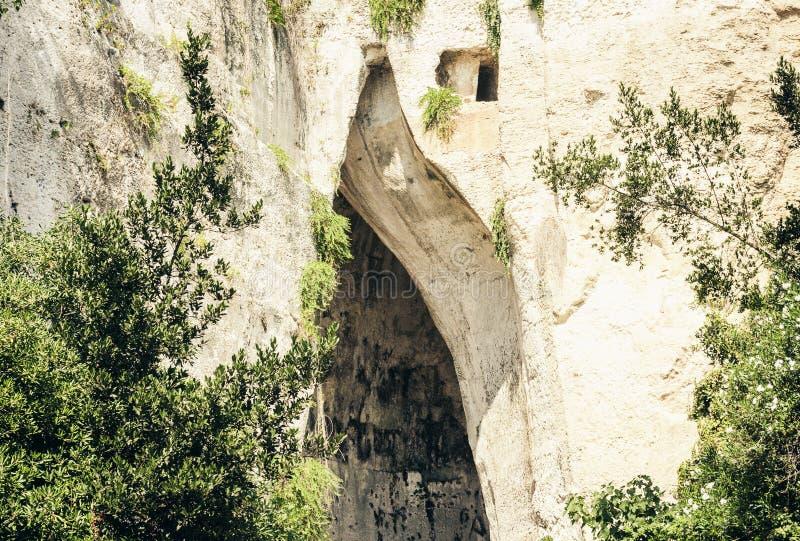 """Kalkstein-Höhlen-Ohr von Dionysius Orecchio di Dionisio mit ungewöhnlichem Akustik †""""Syrakus Siracusa, Sizilien, Italien stockfotografie"""