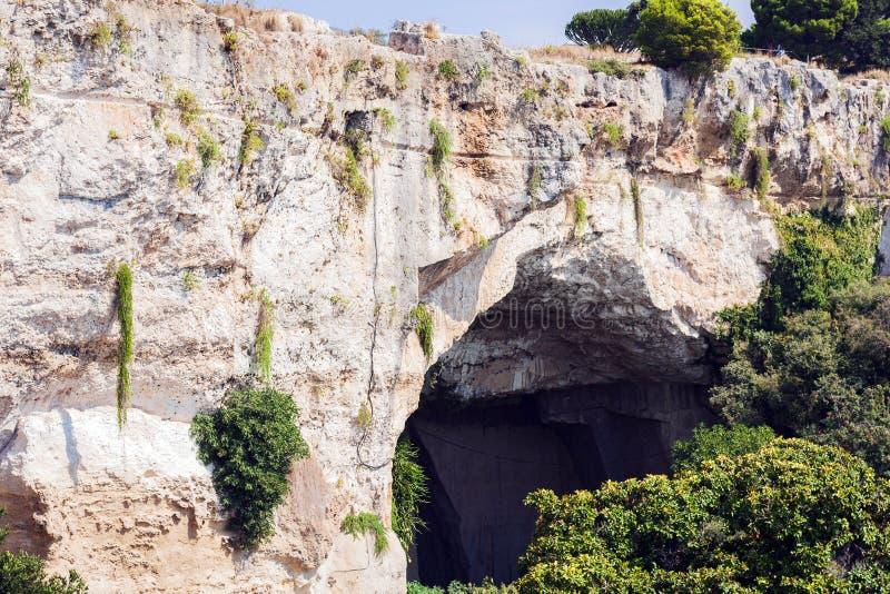 Kalkstein-Höhlen-Ohr von Dionysius Orecchio di Dionisio mit ungewöhnlicher Akustik - Syrakus, Sizilien, Italien lizenzfreies stockfoto