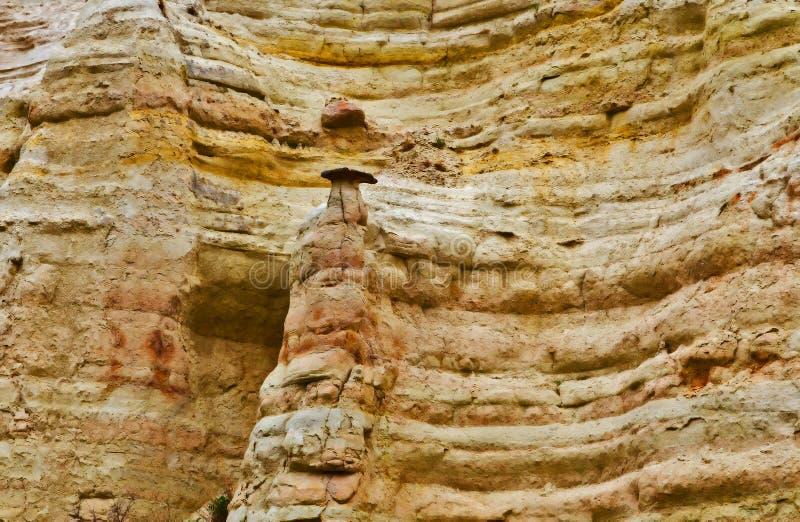 Kalksteinsandstein von Cappadocia, felsige Berglandschaftswand stockfotos