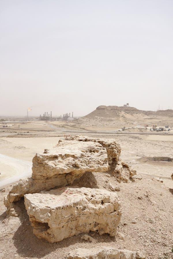 Kalkstenstenblock & högutlöpare i den Bahrain oljefältet royaltyfri fotografi