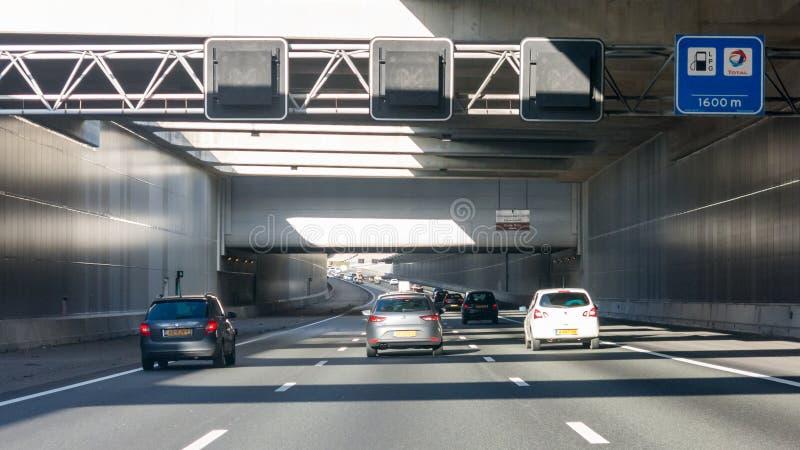 Kalkt Aquädukt auf Landstraße A4, Leiderdorp, die Niederlande lizenzfreie stockfotografie